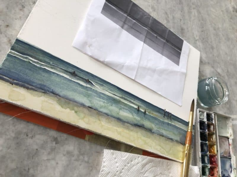 Painting a beach before tackling the painting of clouds in watercolor